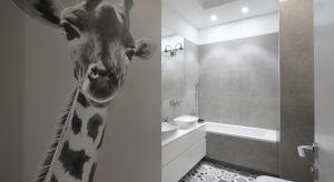 Nowoczesna łazienka urządzona z wyczuciem aktualnych trendów oraz domieszką stylu vintage jest zarówno modna jak i ponadczasowa. Główną bohaterką aranżacji łazienki jest sympatyczna żyrafa, która już od progu wita i zaprasza do kąpieli.