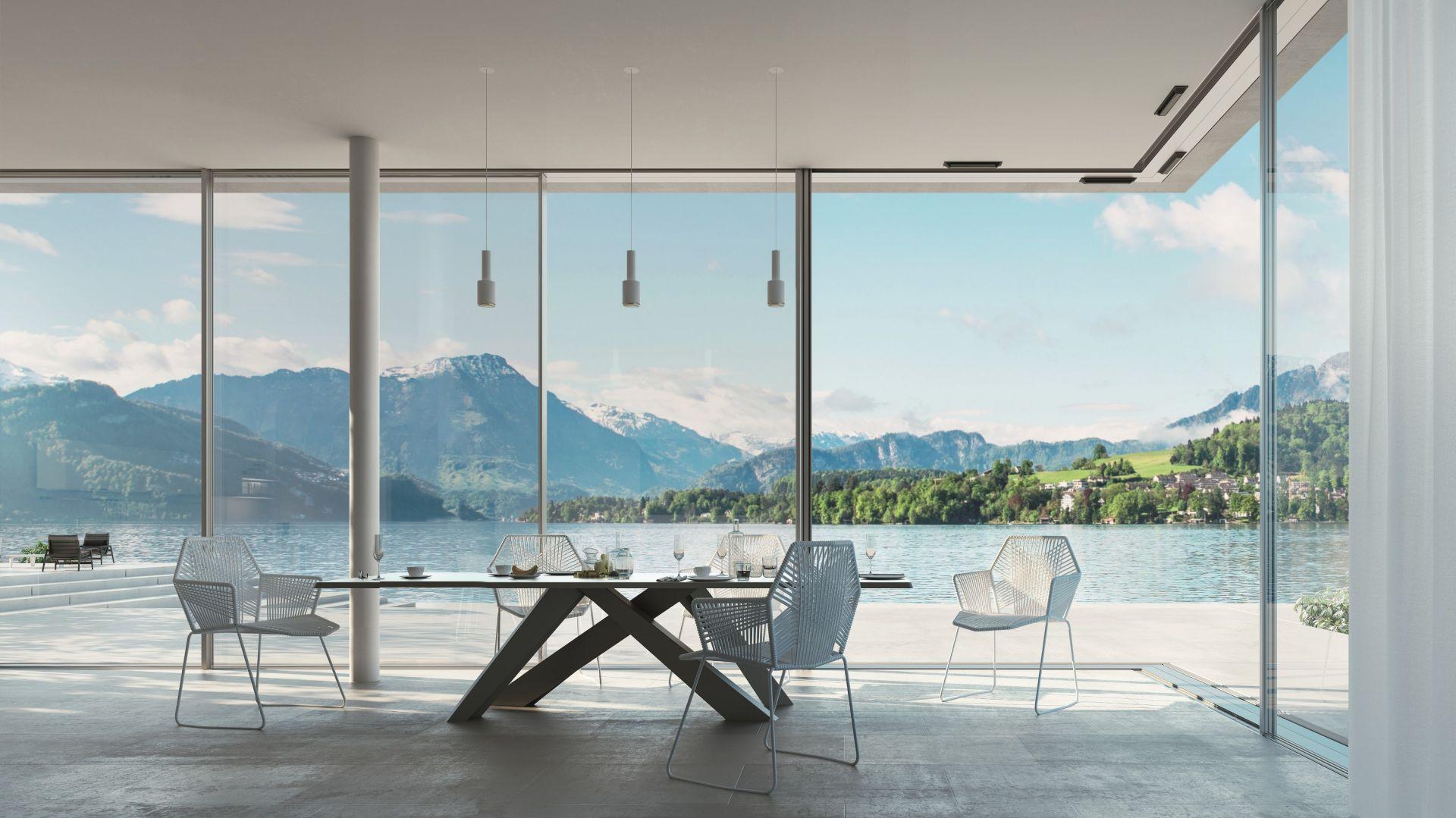 Ze względu na swój praktyczny i niezwykle estetyczny charakter wielkoformatowe drzwi podnoszono-przesuwne z PVC-U i aluminium już na stałe zagościły w projektach domów jednorodzinnych. Fot. Schüco