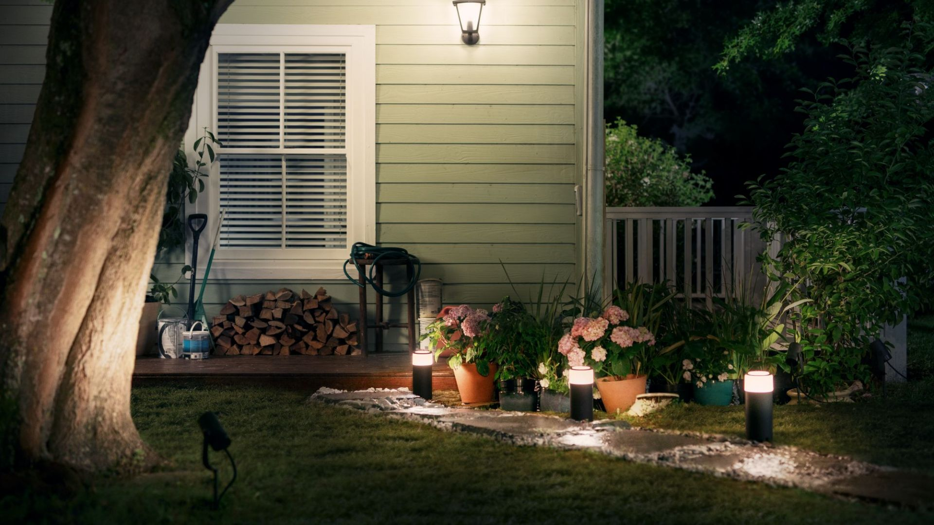 Oświetlenie w ogrodzie. Fot. Philips