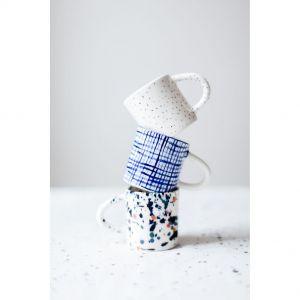 Porcelana - delikatna jak babka piaskowa, łatwo się kruszy i łamie. Za to jest szlachetna, jak żaden inny materiał. Fot. Fenek Studio
