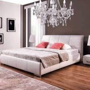 Łóżko Apollo dostępne w ofercie firmy New Elegance. Tapicerowane w całości – można wybrać obicie z tkaniny, skóry ekologicznej lub skóry naturalnej. Fot. New Elegance