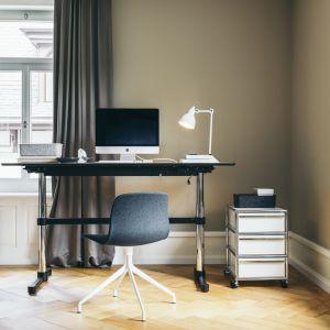System szafek Haller daje niemal nieskończone możliwości konfigurowania mebli. Oznacza to swobodę łączenia ze sobą otwartych półek, szafek i szuflad. Fot. Mood Design/USM