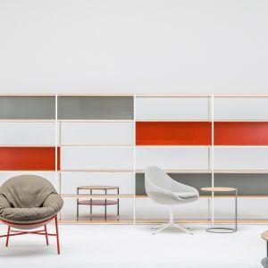 Kolekcja Anvil (regał i stoliki) firmy Comforty. Projekt: Krystian Kowalski. Fot. Ernest Winczyk/Comforty