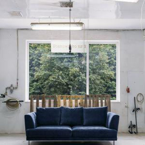 Nowoczesne sofy do salonu - sofa Lily. Fot. Rosanero