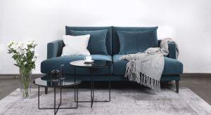 Nowoczesny salon cechuje się prostymi formami, przyciągającymi uwagę dodatkami i niebanalnym charakterem. Istotnym jego elementem jest sofa.