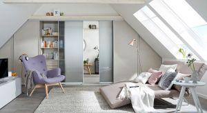 Systemy przesuwne sprawdzają się w każdym pomieszczeniu zarówno mieszkalnym, jak i biurowym. W niektórych wypadkach okazują się wręcz niezastąpione, między innymi tam, gdzie mamy do czynienia z nietypowymi kształtami wnętrza, np. na poddaszu.