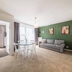 Mały salon w stylu Art déco w sercu Krakowa. Projekt: Grid Studio Projektowe. Fot. materiały prasowe Dekorian