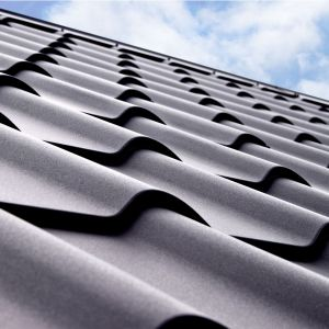 O trwałości blaszanego pokrycia dachowego decydują dwa podstawowe elementy: stalowy rdzeń i powłoki ochronne. Fot. Regamet