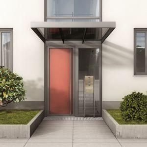 Frontowe drzwi powinny zapewniać bezpieczeństwo mieszkańcom. Fot. Inoutic