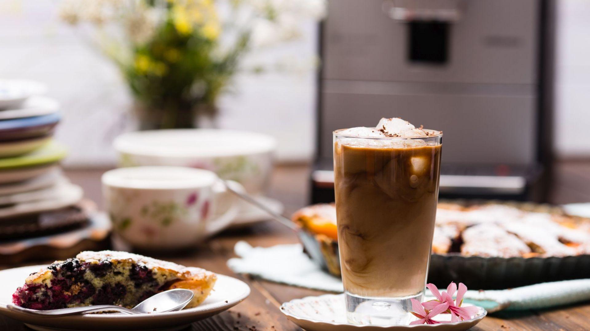 Przepisy na mrożona kawę. Kokosowe frappe. Fot. Nivona