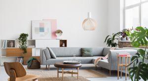 Sofa posadowiona na wysokich nóżkach to świetne rozwiązanie do salonu. Pięknie zaprezentuje się w każdym wnętrzu. Jaki model wybrać? Zobaczcie co oferują producenci.