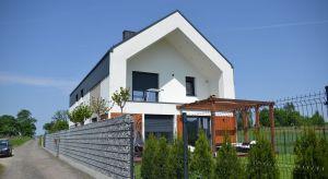 Poznajcie mity dotyczące odwodnienia dachów, którego elementy ukryte są pod warstwą elewacyjną budynku.