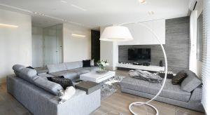 Szukacie pomysłu na ustawienie telewizora w salonie? Zobaczcie 20 gotowych projektów z polskich domów.