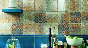 Hiszpanie bardzo często aranżują swoje mieszkania w charakterystyczny sposób, zdobiąc je płytkami ceramicznymi, które cechują się bogatym wzornictwem.