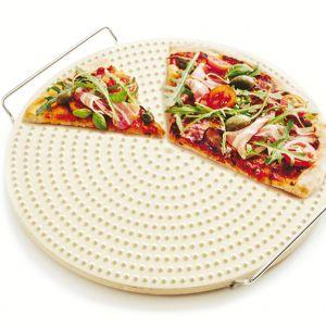 Akcesoria kuchenne do przygotowywania włoskich dań -  profesjonalny kamień do pieczenia pizzy. Fot. Duka