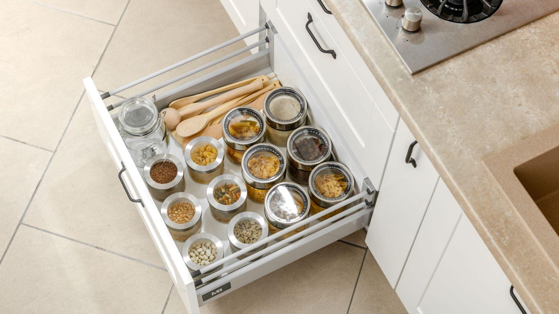 Pomysły na małą kuchnię - miejsca do przechowywania. Fot. GTV