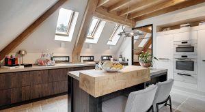 Okna dachowe są niezbędnym elementem wyposażenia poddaszy użytkowych. Zapewniają bowiem dopływ naturalnego światła. Ponadto zabezpieczają wnętrze przed czynnikami atmosferycznymi, zapobiegają utracie ciepła i gwarantują niesamowite widoki na