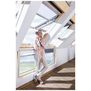 Podstawową zasadą doboru ilości i wielkości przeszkleń na poddaszu jest proporcja powierzchni szyby do powierzchni podłogi w pomieszczeniu. Fot. Fakro