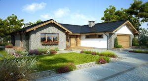 Budowa domu jednorodzinnego może trwać od sześciu miesięcy do nawet dwóch lat. Dokładny czas realizacji inwestycji jest uzależniony od wielu czynników – przygotowania właściciela domu, zebranych funduszy czy współpracy z ekipami budowlanymi.