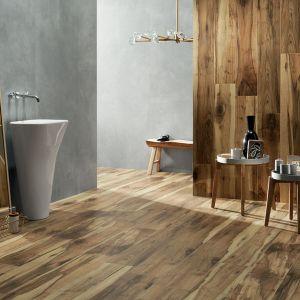 Płytki doskonale imitujące drewno z kolekcji Wood Land Brown marki Korzilius. Fot. Tubądzin