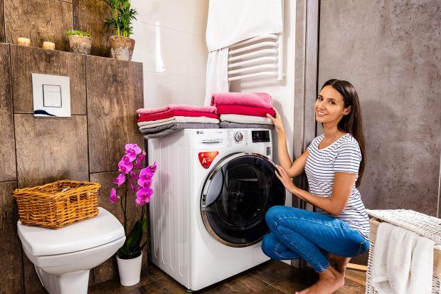 Pralki z generatorem pary True Steam pozwalają osiągnąć doskonałe rezultaty prania oraz idealną miękkość i puszystość ubrań bez wykorzystania środków chemicznych, a jednocześnie para wodna usuwa z nich ponad 99% alergenów, dbając o nasze