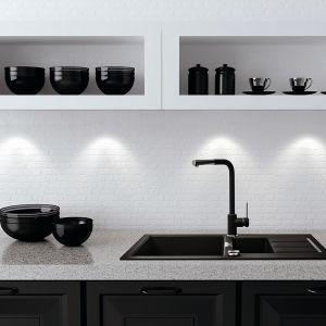 Linia zlewozmywaków Sirius firmy Franke i baterii kuchennych dopasowanych kolorystycznie i wzorniczo. Matowa powłoka i unikatowe, metalizowane kolory nadają nowym urządzeniom oryginalny wygląd, wpisujący się w aktualne trendy w aranżacji kuchni. Fot. Franke
