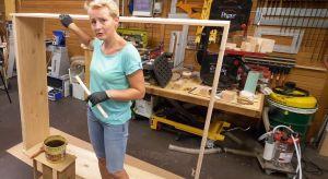 Potrzebujesz miejsca na sprzęt i narzędzia ogrodowe, zabawki dla dzieci, wiklinowe koszyki i inne akcesoria? Idealnym rozwiązaniem będzie więc szafa wykonana z drewna, która pomieści wszystkie rzeczy i stworzy naturalną aranżacją ogrodową.