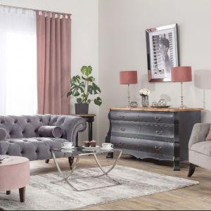Zasłony i rolety w salonie - doskonały sposób na dekorację okna. Zasłona, kolekcja tkanin Velvet. Fot. Dekoria