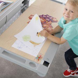 Urządzamy pokój ucznia - wygodne biurko -  kolekcja mebli GoUp. Fot. Bejot