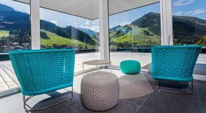 Nie tylko wnętrze naszego domu wymaga odpowiedniej aranżacji meblami. Podobnie jest z ogrodem. Tu również producenci prześcigają się w propozycjach – materiał, kształt, kolor. Wybór okazuje się ogromny.