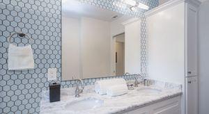 Wyparte wcześniej ze światowych trendów przez płytki wielkoformatowe, mozaiki ceramiczne wracają do wnętrz z wielką klasą.