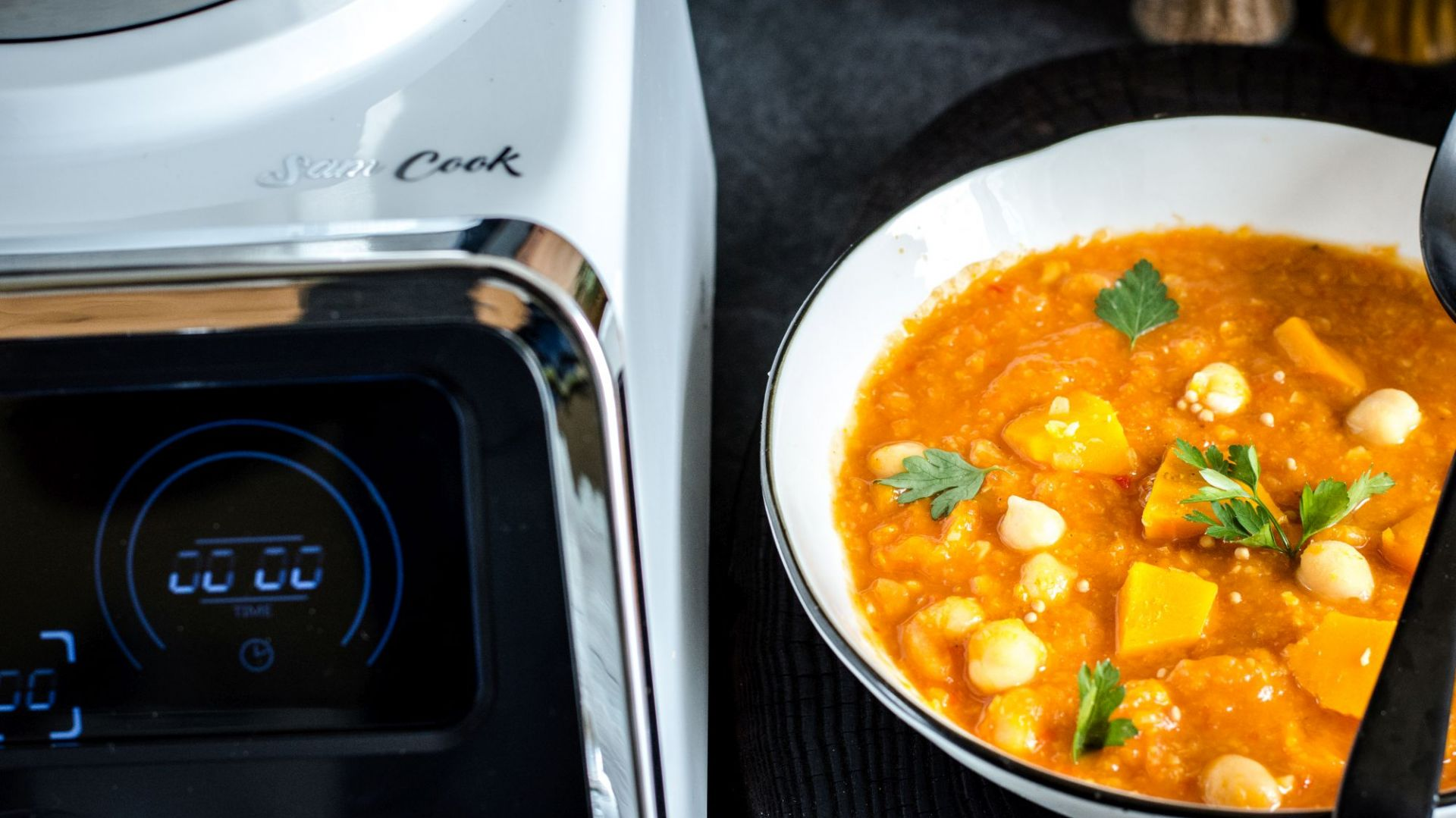 Gotowanie w kuchni - Termorobot. Fot. Sam Cook