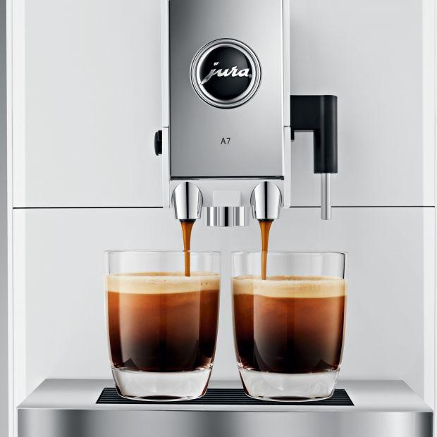 Białe ekspresy do kawy – styl i klasyka w nowoczesnym wnętrzu