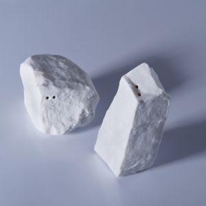 Solniczka i pieprzniczka z kolekcji Rock&Salt. Fot. Ćmielów Design Studio