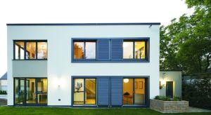 Największą ozdobą współczesnych domów jednorodzinnych są wielkopowierzchniowe przeszklenia, sięgające od podłogi do sufitu lub zajmujące niemal całą ścianę.