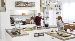 Współczesna kuchnia jest przestrzenią, która tętni życiem i nieustannie się rozwija. To wyjątkowa, wielozadaniowa strefa będąca scenerią dla codziennych spotkań, rozmów i wspólnego celebrowania posiłków.