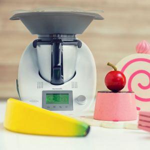 Zabawkowe AGD umożliwia dzieciom przygotowywanie prostych deserów, koktajli i muffinów. Fot. Vorwerk
