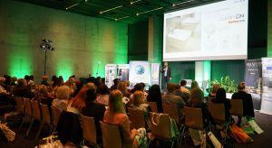 Ruszyło pierwsze po wakacjach spotkanie Studia Dobrych Rozwiązań. 90 architektów wnętrz mogło wysłuchać kilkunastu wykładów i prezentacji o najnowszych rozwiązaniach użytecznych w pracy projektowej. Pplecamy pierwszą fotogalerię z wydarzenia