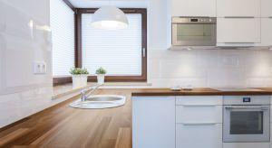 Blaty kuchenne oraz łazienkowe powinny być przede wszystkim wytrzymałe na codzienną eksploatację.Te wymagania spełniają drewniane blaty produkowane z krajowych oraz egzotycznych odmian surowca.