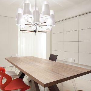 Drewniane blaty oprócz świetnych właściwości użytkowych powierzchnie te wyróżniają się wyjątkowym wyglądem, wprowadzającym do wnętrza wyraz elegancji i przyjemne ciepło. Fot. DLH