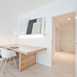 Zaprojektowanie mieszkania gdzie łączymy nasze życie prywatne z zawodowym, jest sporym wyzwaniem. Projekt: Pracownia INTO. Fot. Fotobueno