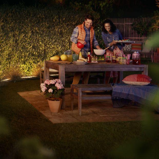 Oświetlenie w ogrodzie i na tarasie - modne LED-y