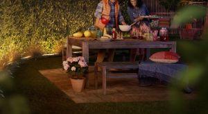 Pięknie oświetlony taras i ogród uprzyjemni nam pobyt ma świeżym powietrzu - szczególnie w te ostatnie, ciepłe wieczory.