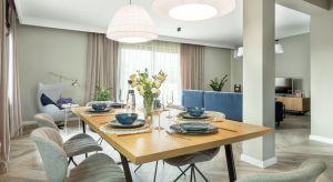 Inwestorzy mieli do projektantki tylko dwie prośby. Chcieli by ich mieszkanie było wygodne i z klasą oraz... żeby było w nim coś niebieskiego.