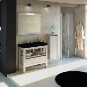 Meble łazienkowe w kolekcji Ambiente o prostych, naturalnych kształtach oferowane w czterech dekorach drewna. Dostępne w ofercie firmy Devo. Fot. Devo