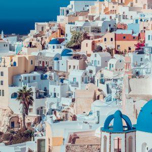 Jasna elewacja na greckich Cykladach. Fot. Sutterstock