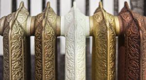Grzejnik w kształcie serca, gitary, czy harfy? A może klasyczne żeberka wystylizowane na rustykalne rzeźby? Na rynku dekoratorskim panuje prawdziwy boom na designerskie grzejniki, stają się ważnym elementem wystroju mieszkania.