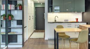Ograniczony budżet i mała przestrzeń kawalerki to wyzwanie, z którym zmierzyła się śląska projektantka Aleksandra Gall. Udowodniła, że małe wnętrza wcale nie muszą być białe, a na 28 metrach kwadratowych można wygospodarować całkiem spor