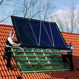 Niezwykle istotne dla uzyskania jak najwyższej efektywności pracy instalacji solarnej jest właściwe ustawienie kolektorów – najlepiej w kierunku południowym i nachyleniu pod kątem 30-50o.  Fot. Braas