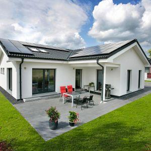 Energię słoneczną możemy wykorzystać do ogrzania budynku oraz podgrzewania wody. Co więcej może też posłużyć do wytwarzania energii elektrycznej. Fot. Danwood